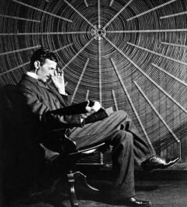 Tesla - u rukama drži knjigu Ruđera Boškovića, koji ga je nadahnuo za mnoga otkrića